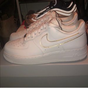 Nike Air Force 1 '07 ESS Gold